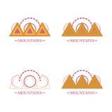 Iconos simples abstractos del logotipo de la montaña fijados Foto de archivo