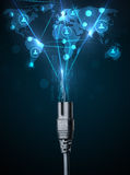 Iconos sociales de la red que salen del cable eléctrico Imagen de archivo