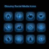Iconos sociales de los media del azul que brillan intensamente Foto de archivo