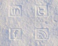 Iconos sociales de los media en nieve fotos de archivo