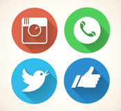 Iconos sociales de los media fijados Símbolos de la red de Colorfull aislados en el fondo blanco ilustración del vector