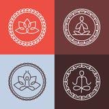 Iconos y línea redonda insignias de la yoga del vector Fotografía de archivo libre de regalías