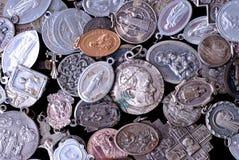 Iconos y medallas religiosos Foto de archivo libre de regalías