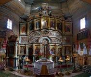 Iconostasis der alten hölzernen Kirche des heiligen Märtyrers Paraskeva in Pirogovo, Kiew, Ukraine lizenzfreie abbildung