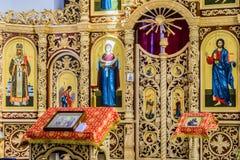 Iconostasis en altaar van Russische Orthodoxe kathedraalzaal Royalty-vrije Stock Foto