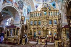 Iconostasis en het binnenland van St Nicholas Church in Mogilev wit-rusland royalty-vrije stock foto's