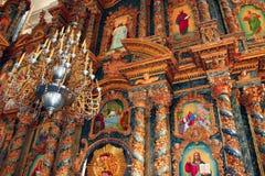 Iconostasis innerhalb der Kirche Lizenzfreie Stockfotos