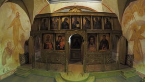 Iconostasis mit Ikonen auf Schießenpavillon stock video