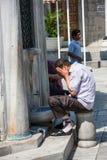 ICourtyard de uma mesquita em Istambul Eminonu Foto de Stock