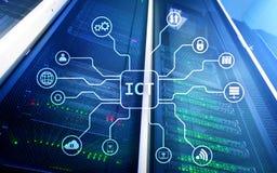 ICT - informaci i technologii komunikacyjnej pojęcie na serweru pokoju tle Obrazy Stock