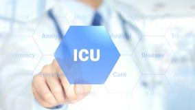 ICU, doctor que trabaja en el interfaz olográfico, gráficos del movimiento imagen de archivo
