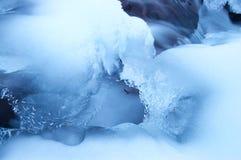 Icy flod Arkivfoto