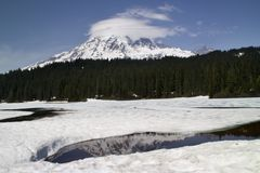 icy lake rainier reflection Стоковое Изображение RF