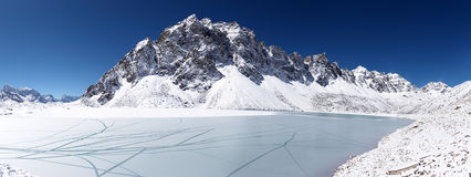 Icy lake and snow mountain, Himalaya, Nepal Royalty Free Stock Photos