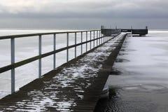 icy over vatten för 10 bro Arkivfoton
