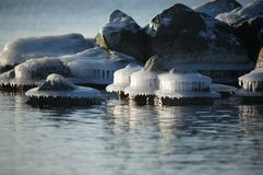 Icy rocks along coastline Royalty Free Stock Photography