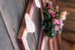 Idé att dekorera bröllop eller romantikerhändelse med ramar, blommor Royaltyfri Foto