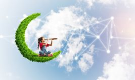 Idé av barninternetkommunikationen eller spela direktanslutet och förälderkontroll fotografering för bildbyråer