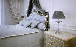 Idé av det ljusa sovrummet i neoclassic stil Arkivbilder