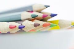 Idé från mångfärgade blyertspennor som isoleras på vit bakgrund Royaltyfri Bild