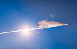Idée commençant sur le papier Début de papier d'avion d'idée dans le jour ensoleillé Image stock