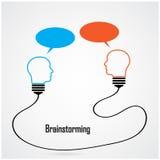 Idée d'ampoule et concept créatifs de séance de réflexion Photographie stock