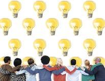 Idée d'illumination de l'électricité d'ampoule allumant le concept Images libres de droits