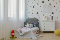 Idée de chambre à coucher d'enfant d'espace extra-atmosphérique Photographie stock libre de droits