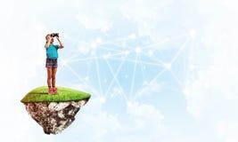 Idée de communication d'Internet d'enfants ou de contrôle de jouer en ligne et de parent Photo libre de droits