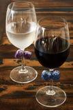 Idée de décoration : Arc coloré de crochet sur des verres pour pas le mélange Photo stock