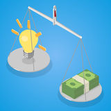 Idée et argent équilibrés sur la Balance Photographie stock