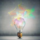 Idée lumineuse pour le succès Media mélangé images libres de droits
