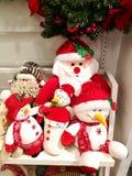 Idée pour Noël et le cadeau de nouvelle année, la poupée de Santa et de bonhomme de neige Photographie stock