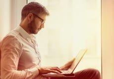 Idées d'affaires dans l'espace de travail moderne Images stock