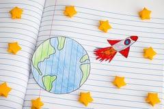 Idées de Rocket Blasting Off For New de l'espace par les étoiles jaunes d'origami photographie stock libre de droits