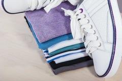 Idées et concepts de mode Paires de Cl blanc d'espadrilles de Fasionable Photo stock