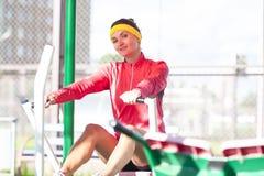 Idées et concepts de sport Sportive caucasienne dans le professionnel photographie stock