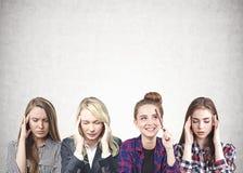 Idékläckning för fyra kvinnor som är konkret arkivfoton