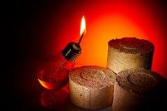 Idén är att ge ett andra liv till en gammal kula för brännskada som ut gör om den i en fotogenlampa Arkivfoton