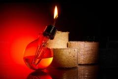 Idén är att ge ett andra liv till en gammal kula för brännskada som ut gör om den i en fotogenlampa Arkivfoto