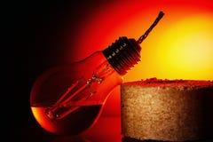 Idén är att ge ett andra liv till en gammal kula för brännskada som ut gör om den i en fotogenlampa Arkivbild