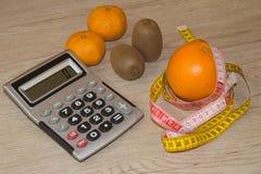 Idén av sunt bantar, förlorande vikt för diet-frukosten med hjälpen av en frukt bantar Royaltyfria Bilder