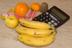 Idén av sunt bantar, förlorande vikt för diet-frukosten med hjälpen av en frukt bantar Arkivfoton