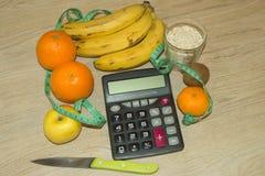 Idén av sunt bantar, förlorande vikt för diet-frukosten med hjälpen av en frukt bantar Arkivfoto