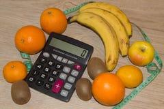 Idén av sunt bantar, förlorande vikt för diet-frukosten med hjälpen av en frukt bantar Royaltyfri Bild