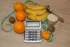 Idén av sunt bantar, förlorande vikt för diet-frukosten med hjälpen av en frukt bantar Arkivbilder