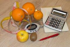 Idén av sunt bantar, förlorande vikt för diet-frukosten med hjälpen av en frukt bantar Royaltyfria Foton