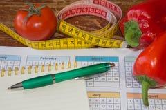 Idén av sunt bantar, förlorande vikt för diet-frukosten med hjälpen av en frukt bantar Magert banta Fotografering för Bildbyråer
