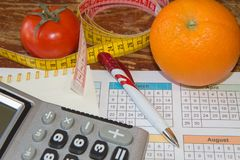 Idén av sunt bantar, förlorande vikt för diet-frukosten med hjälpen av en frukt bantar Magert banta Royaltyfri Foto