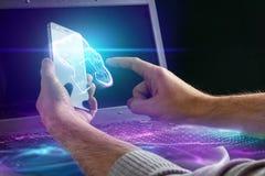 Idérik bakgrund, den manliga handen rymmer en smartphone med ett molnhologram Begreppet av molnteknologi vektor illustrationer